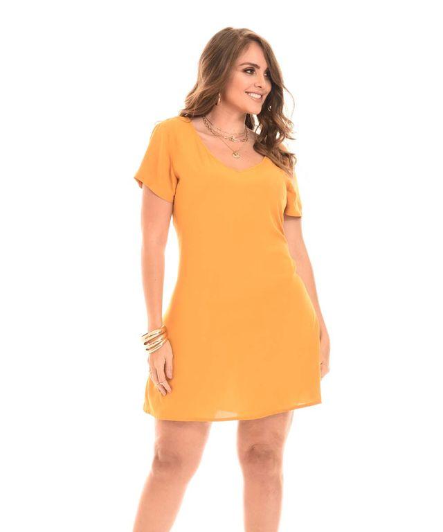 Mujer-con-Vestido-color-Mostaza