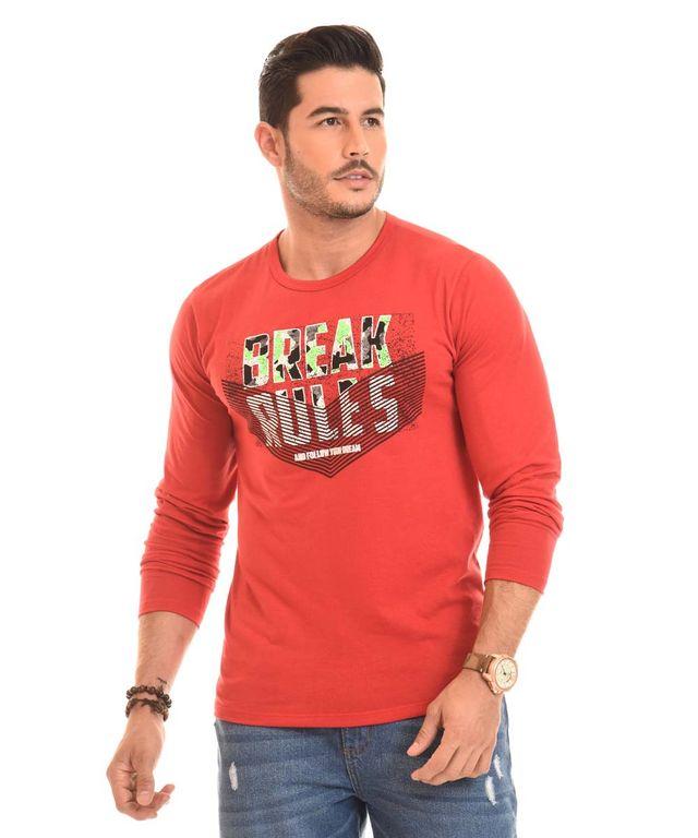 Hombre-con-Camibuso-color-Rojo-y-Jean