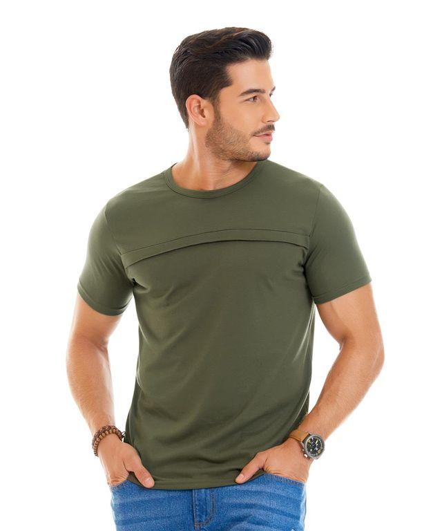 Hombre-con-Camiseta-color-Verde-y-Jean